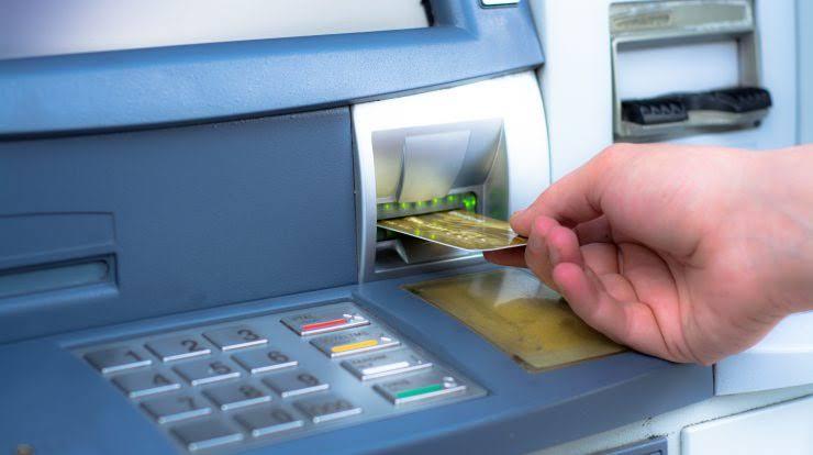 Yapı kredi bankası atm'den fazla para çektim diye haber vermeden komisyon aldı.